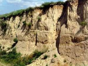 Набухание глинистого грунта при взаимодействии с водой и их свойства
