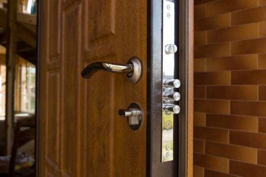 Дверная биржа – разнообразие качественных шпонированных дверей