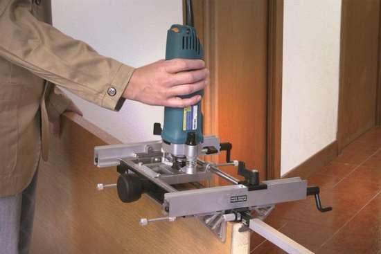 Как установить петли на межкомнатную дверь?