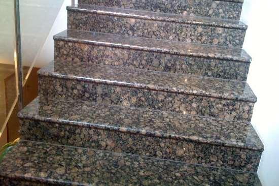 Лестницы из природного гранита как эффектное дополнение интерьера или фасада