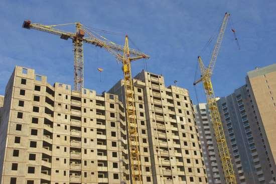 На стройках Санкт-Петербурга подсобным рабочим платят больше