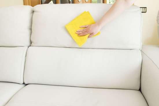 В домашних условия вывести пятна с дивана