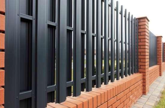 забор из металлического штакетника двусторонний есть манго сочетании
