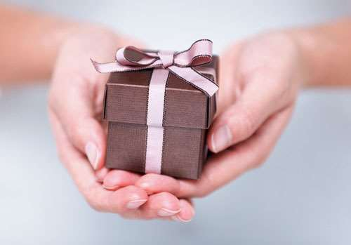 Если он возвращает подарки 570