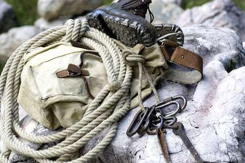 Альпинистская веревка – необходимая часть специального снаряжения