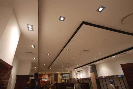 Натяжные и подвесные потолки, их особенности и преимущества