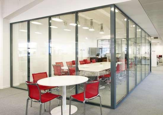 Алюминиевые перегородки в интерьере офисов и квартир