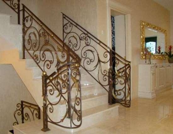 Кованые перила - идеальное украшение дома