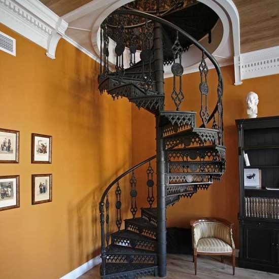 Особенности использования чугунных лестниц и ограждений