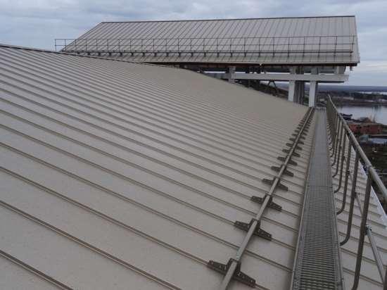 Преимущества и особенности установки снегозадержателей на здании