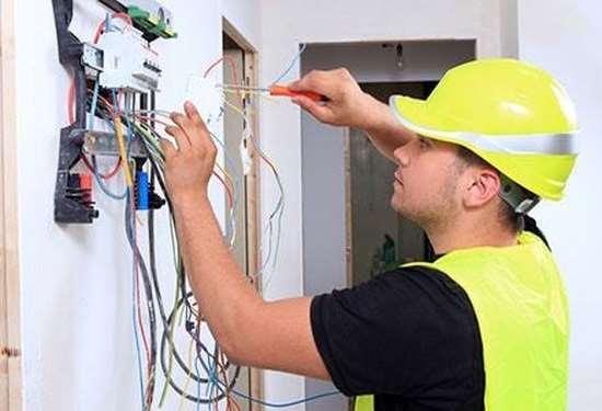 Куда обращаться, когда нужны услуги электрика?