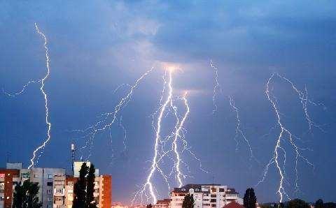 Зачем нужна молниезащита на зданиях?