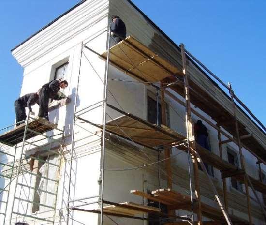 Какие материалы используются для реставрации фасадов зданий?