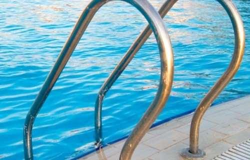 Лестницы и поручни для бассейна