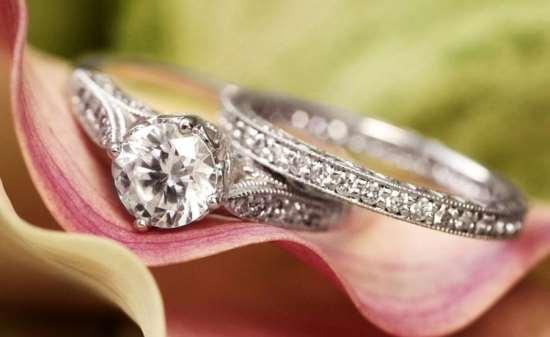 Как выбрать серебряное женское украшение правильно