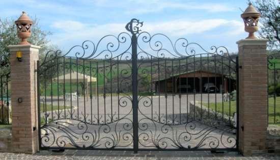 Кованые ворота – красиво и надежно