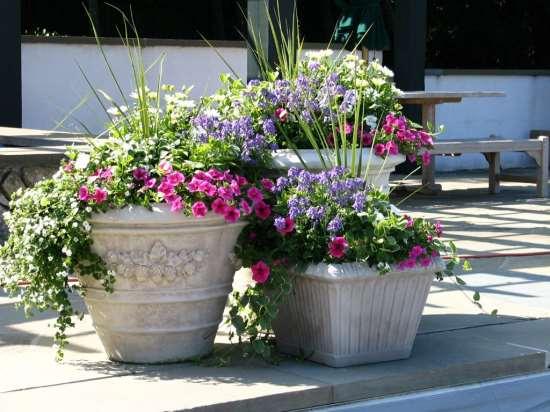 Уличные вазоны для садового участка