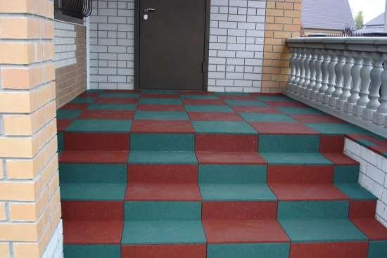 Почему резиновая плитка считается лучшим покрытием для ступеней