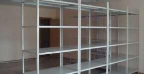 Металлические стеллажи – незаменимый элемент современных складов