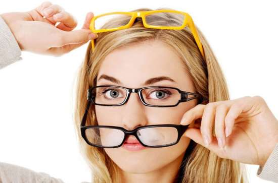 Почему очки для зрения намного лучше контактных линз