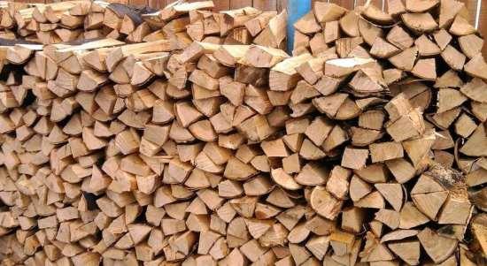 Колотые дрова – основные правила хранения