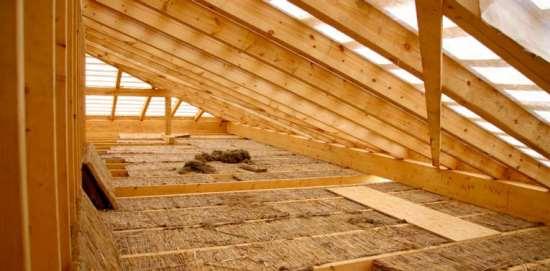 Какие материалы можно использовать как натуральные утеплители для дома?