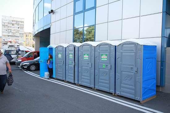 Аренда туалетных кабин – простое решение санитарно-гигиенических проблем