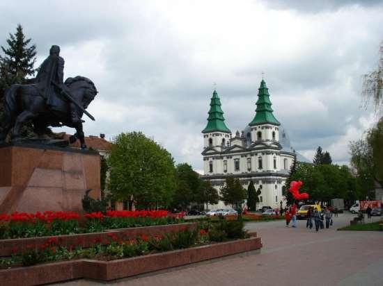 В Тернополе в центре города бесплатно проверяли здоровье людей