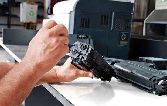 Заправка картриджей принтера: нужно ли обращаться к профи?