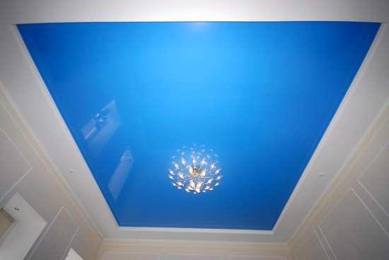 Высококачественные натяжные потолки синего цвета