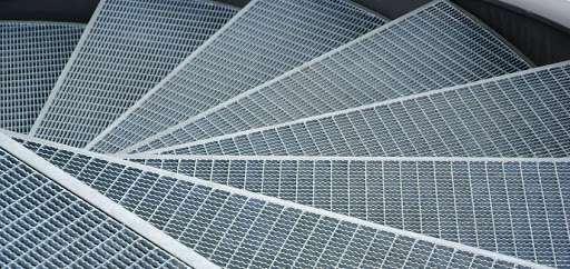 Металлические решетчатые ступени для лестниц: отрасли применения