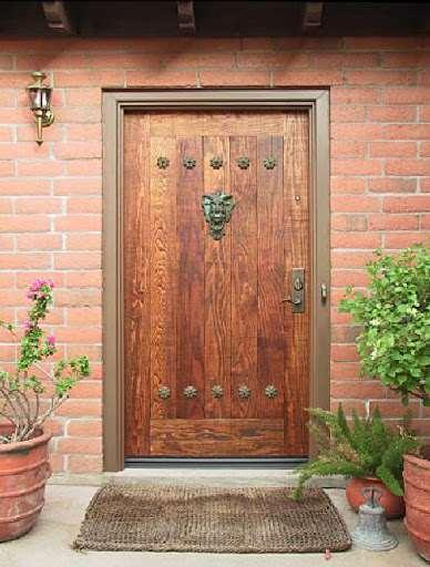 Деревянная дверь — стиль, прочность и надежность
