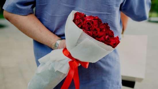 В честь чего обычно дарят букет цветов?