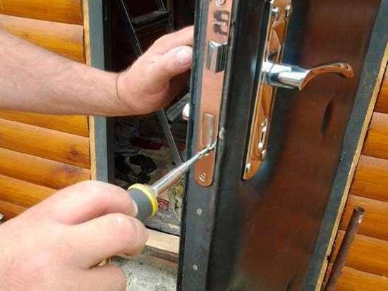 Проведение оперативного ремонта замков в МСК