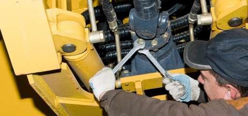 Как спецы проводят ремонт бульдозера?