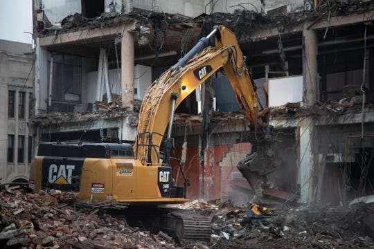 Снос и демонтаж зданий: когда нужен?