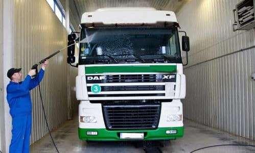 Мойка грузовых авто — ответственная процедура