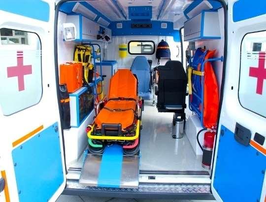 Перевозка лежачих больных: что подразумевает услуга?