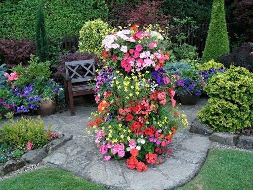 Вертикальная цветочная клумба своими руками