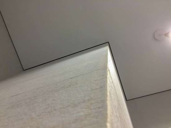 Теневой натяжной потолок с установкой
