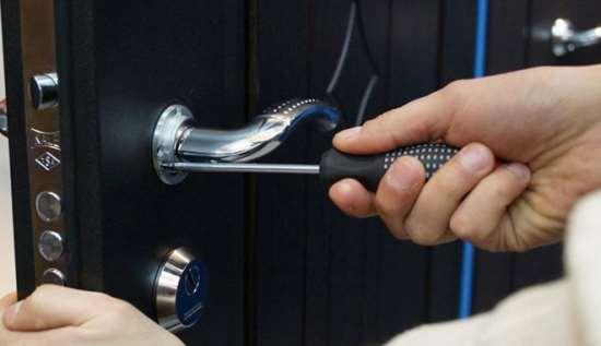 Замена дверного замка: обращаться к спецам?